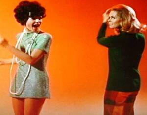 Samantha-and-Serena-boogie-it-up-bewitched-2528078-547-431