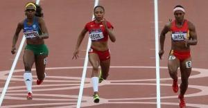 atleta-rosangela-santos-e-do-brasil-compete-ao-lado-da-norte-americana-allyson-felix-e-da-atleta-da-papua-nova-guine-nos-100-m-rasos-1344021077376_956x500